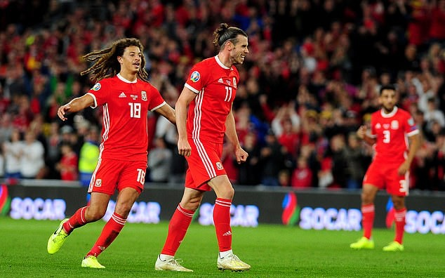 Wales 2-1 Azerbaijan: Real Madrid winger Gareth Bale nets late header to salvage victory in Euro 2020 qualifier - Bóng Đá