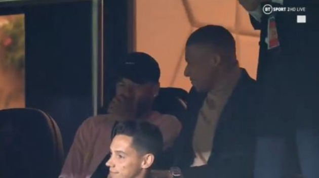 Neymar and Kylian Mbappe spotted laughing at Real Madrid as Paris Saint-Germain seal emphatic win - Bóng Đá