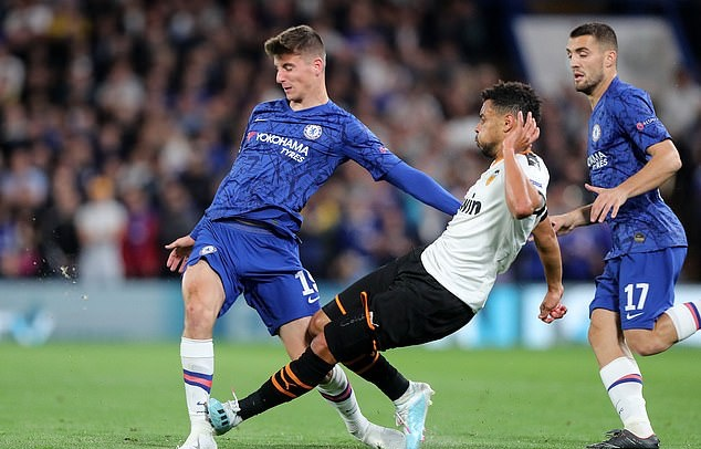 Frank Lampard refuses to rule out Mason Mount playing against Liverpool despite limping off midweek - Bóng Đá
