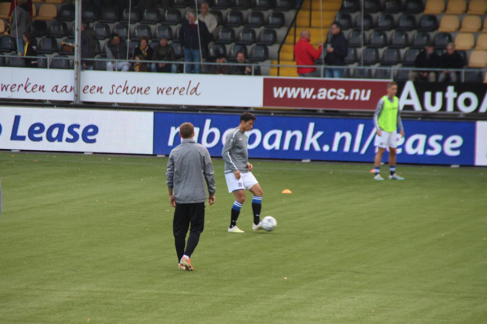 Đồng đội ở Heerenveen làm điều không ngờ khi Văn Hậu dự bị - Bóng Đá
