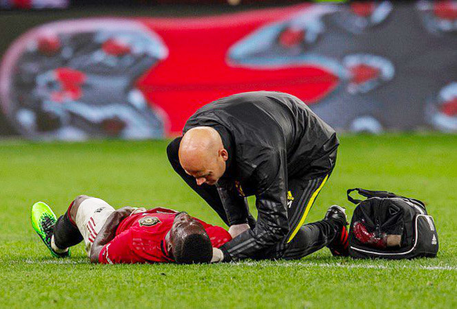 Eric Bailly set to be out until New Year with Man Utd fears over his recovery from knee surgery - Bóng Đá