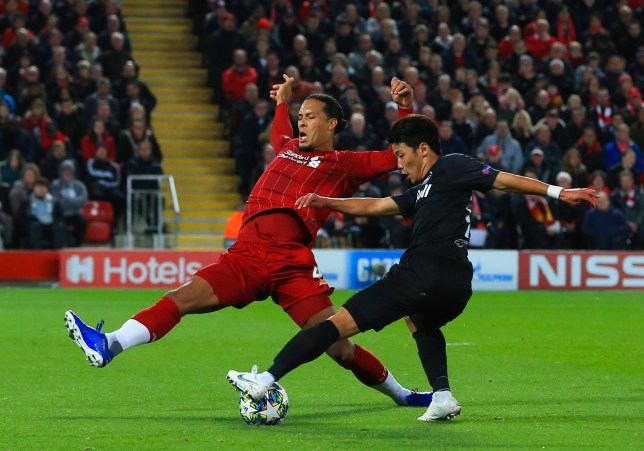 Manchester United fans troll Virgil van Dijk for getting beaten for RB Salzburg goal as Liverpool scrape win at Anfield - Bóng Đá