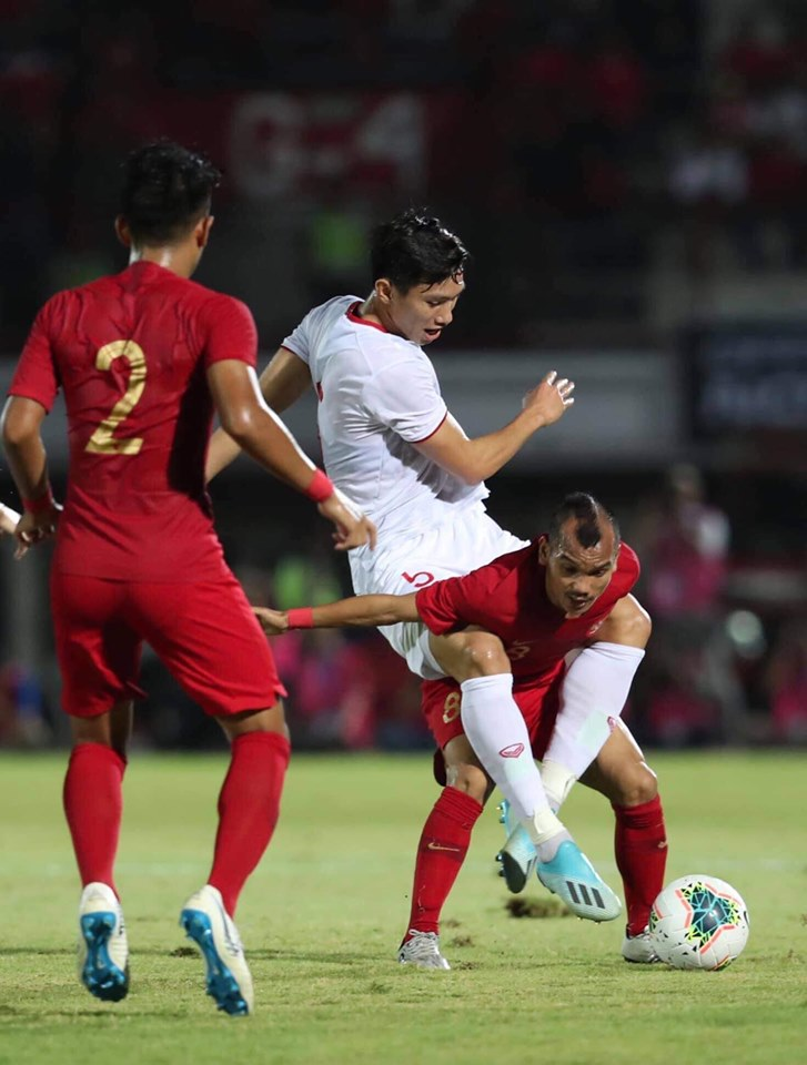 Thua đậm Việt Nam, cầu thủ Indonesia bật khóc nức nở - Bóng Đá