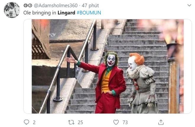 Cười vỡ bụng với loạt ảnh chế Solskjaer trao tờ giấy cho Lingard - Bóng Đá