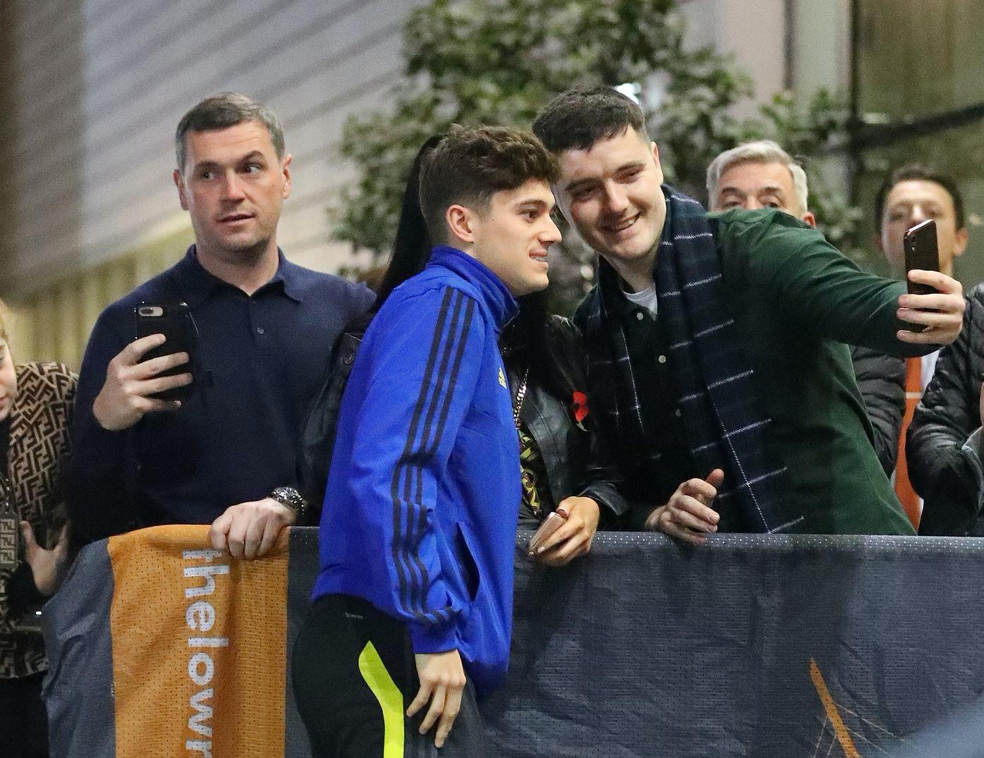 Manchester United squad arrives at Carrington - Bóng Đá