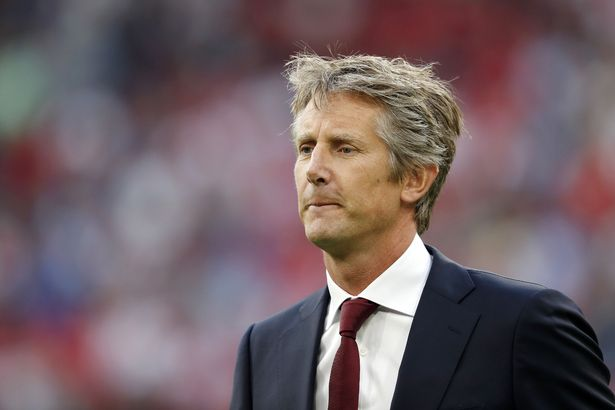 Edwin van der Sar ends speculation over Man Utd return by signing new Ajax deal - Bóng Đá