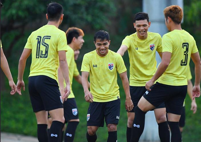 Thái Lan luyện độc chiêu trên sân tập, tìm ra bài xuyên phá hàng thủ Việt Nam - Bóng Đá