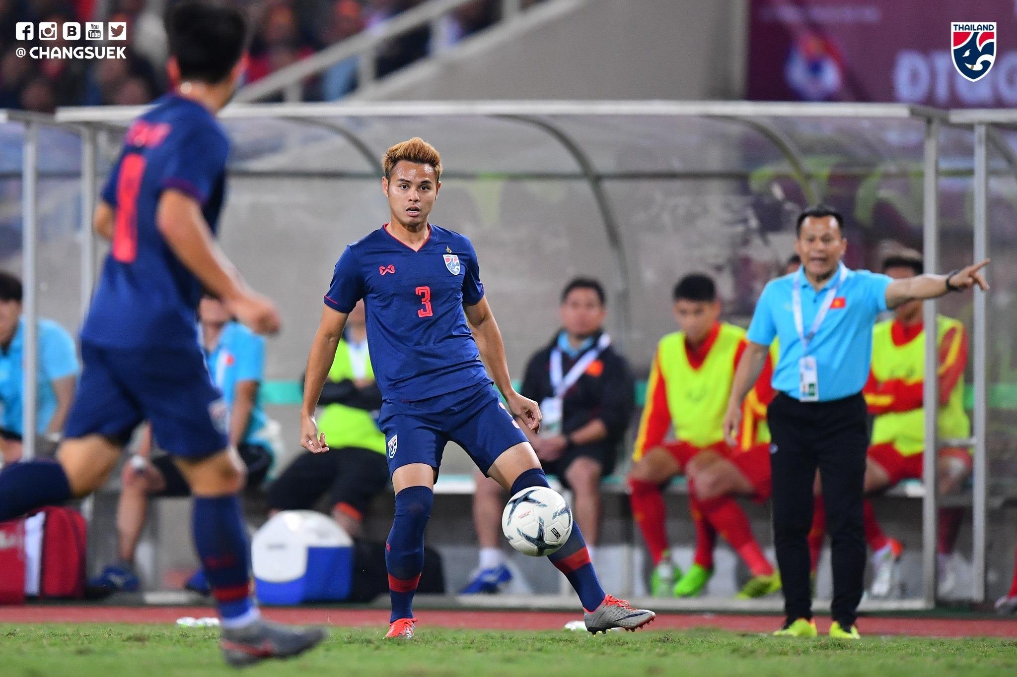 CĐV Thái Lan cảm ơn trọng tài vì đội nhà thoát thua trước Việt Nam - Bóng Đá