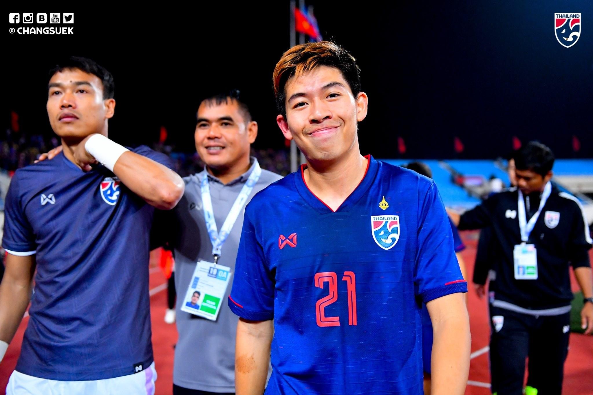 Bài ảnh Cầu thủ Thái Lan cười tươi, mừng như