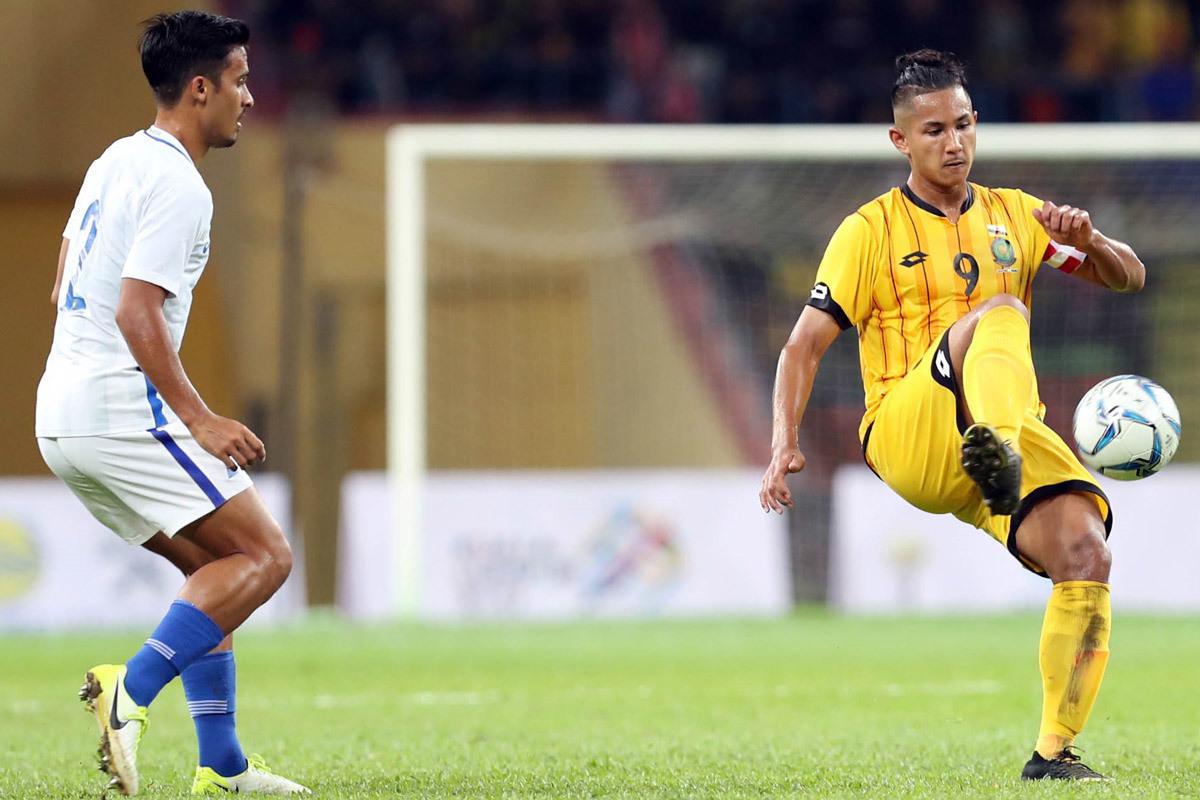 Thủ quân U23 Brunei giàu hơn Messi + Ronaldo, đá bóng chỉ là đam mê - Bóng Đá
