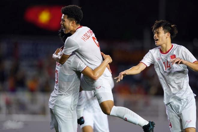 SỐC! Ghi bàn hạ gục U22 Singapore, Đức Chinh bị lôi đi kiểm tra doping - Bóng Đá