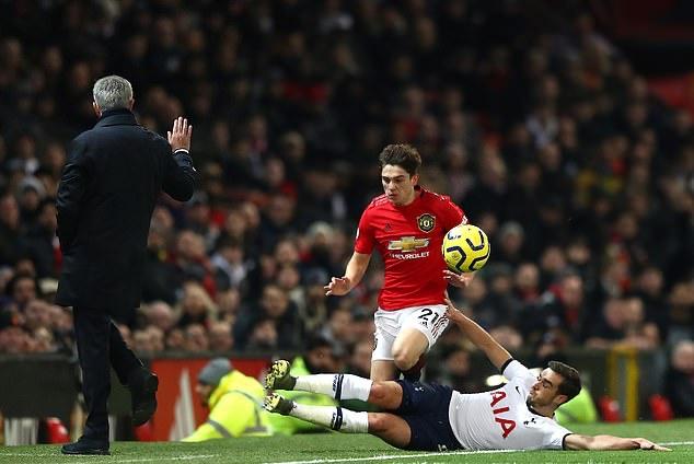 ẢNH Daniel James tông vào Mourinho - Bóng Đá