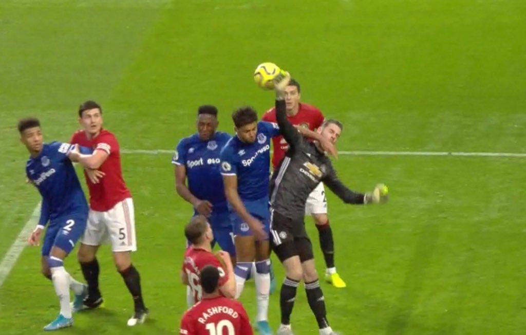 David de Gea sends cryptic message about Everton's controversial goal vs Manchester United - Bóng Đá