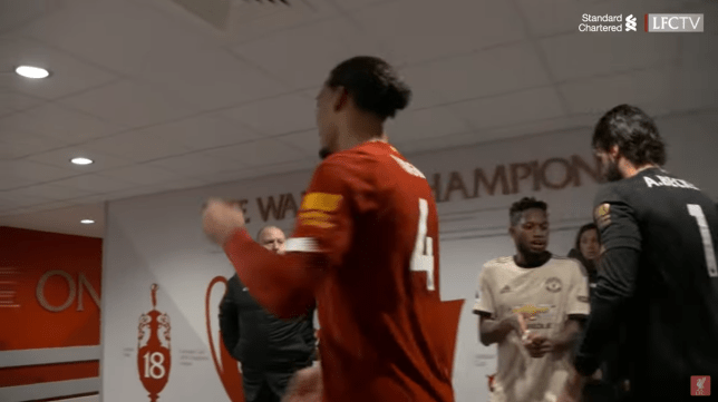 Fred waits in tunnel after Manchester United's loss to swap shirts with Liverpool keeper Alisson - Bóng Đá