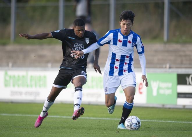 Vỡ mộng chuyện Văn Hậu ra sân 20% số trận ở SC Heerenveen - Bóng Đá