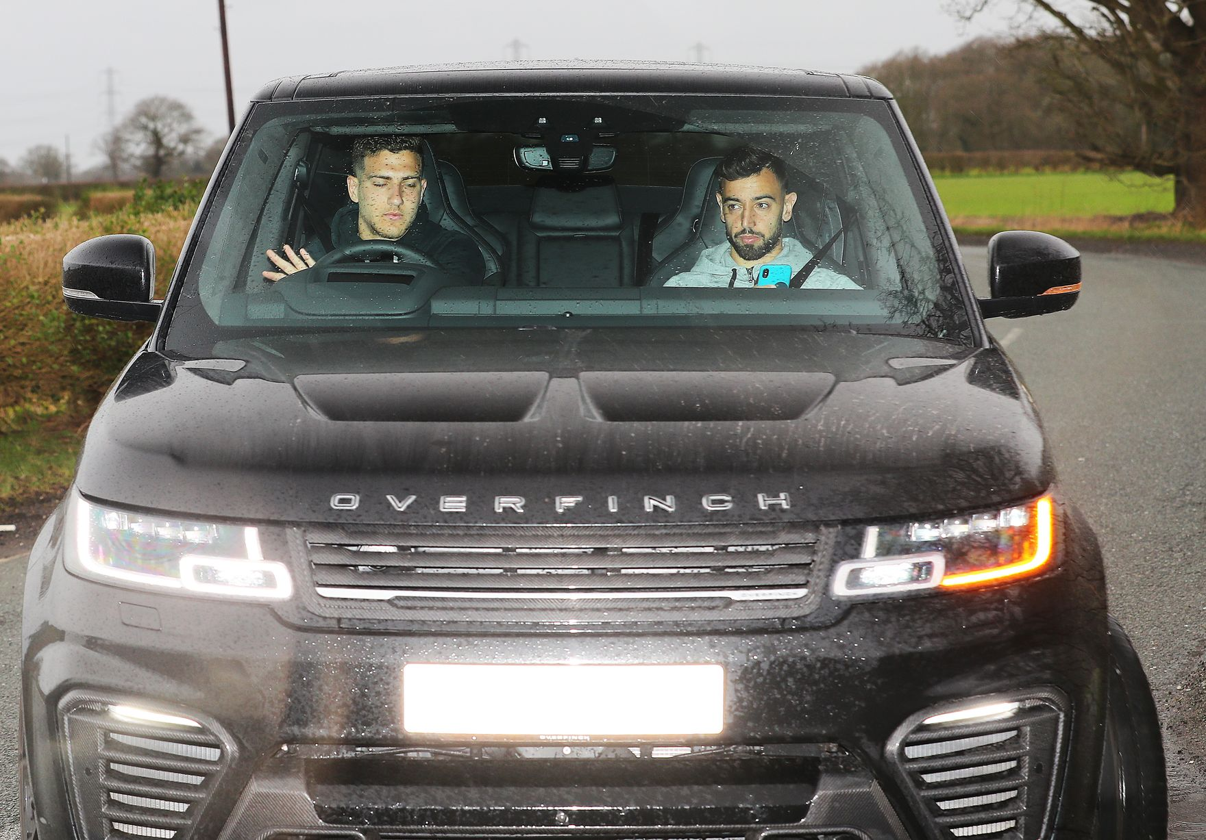 Ảnh Man Utd đến sân tập - có Pogba - Bóng Đá