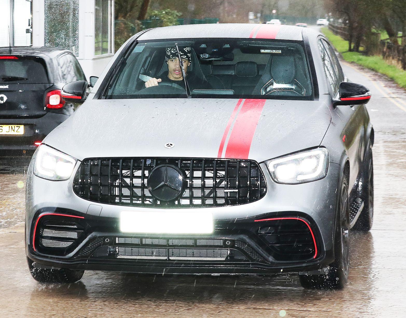 Sir Alex Ferguson arrives at Manchester United training ground after Club Brugge win - Bóng Đá