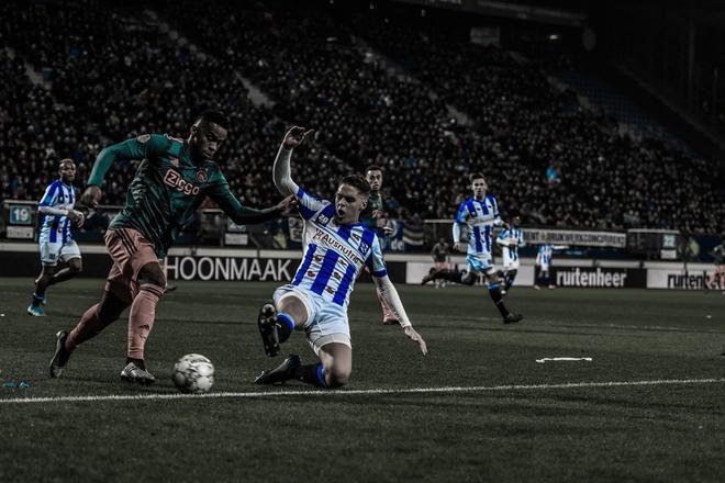 Văn Hậu có mặt, Heerenveen thua Ajax - Bóng Đá