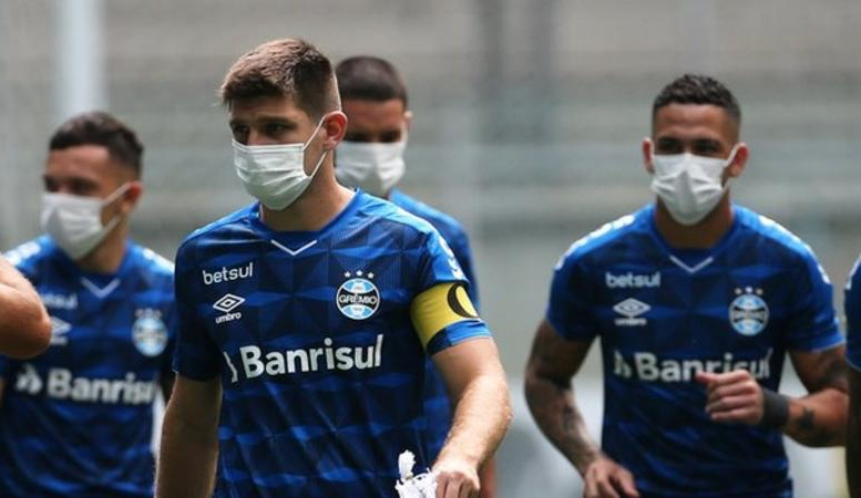 Coronavirus: Gremio players wear masks in on-field protest before Sao Luiz game - Bóng Đá