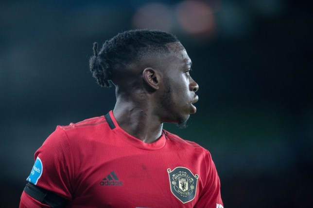 Rio Ferdinand praises Manchester United star Aaron Wan-Bissaka's defensive ability and hints at position swap - Bóng Đá