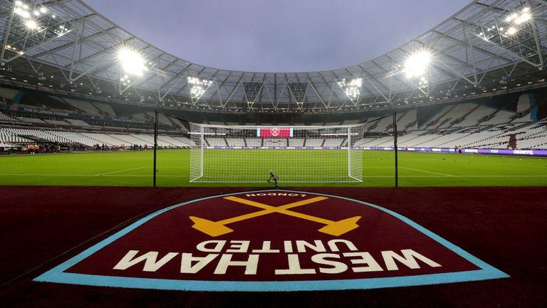 Eight West Ham players have coronavirus symptoms, reveals vice-chairman Karren Brady - Bóng Đá