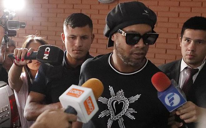 Ronaldinho is RELEASED from prison in Paraguay after serving just 32 days  - Bóng Đá