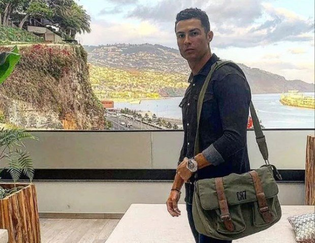 Cristiano Ronaldo warned he has 'no privileges' while in coronavirus lockdown as images emerge of him secretly training - Bóng Đá