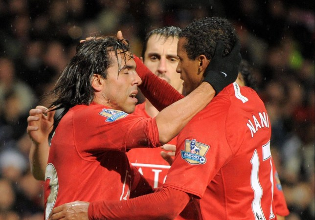 Carlos Tevez's agent hits back at 'unprofessional' Gary Neville and says Manchester United forced him to leave Old Trafford - Bóng Đá