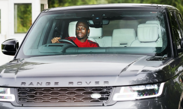 Manchester United players arrive for training following Brighton victory - Bóng Đá