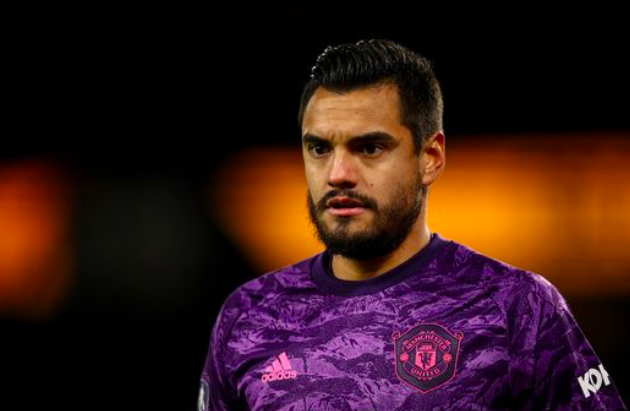 Sergio Romero eyes 'showdown talks' as Man Utd prepare for Dean Henderson return - Bóng Đá