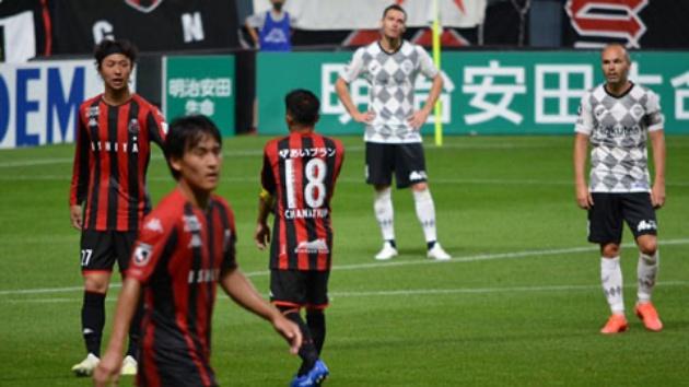 Quá đỉnh! 'Messi Thái' Chanathip đeo băng đội trưởng CLB Nhật đối đầu Iniesta - Bóng Đá