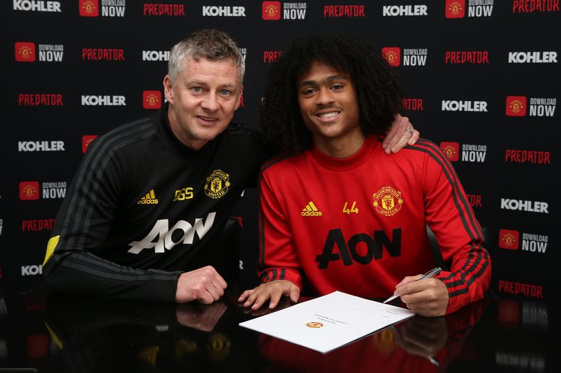 What Solskjaer promised Tahith Chong after he signed new Manchester United contract - Bóng Đá