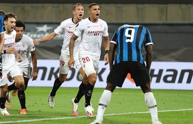 Romelu Lukaku REFUSES to collect runners-up medal after Europa League final  - Bóng Đá