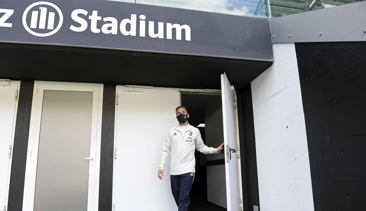 Vừa đến Juventus, Arthur Melo đã có lời nhắn nhủ tới Cristiano Ronaldo