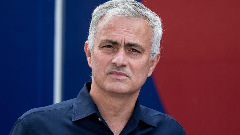 Jose Mourinho confident Tottenham can sign striker before transfer window ends - Bóng Đá
