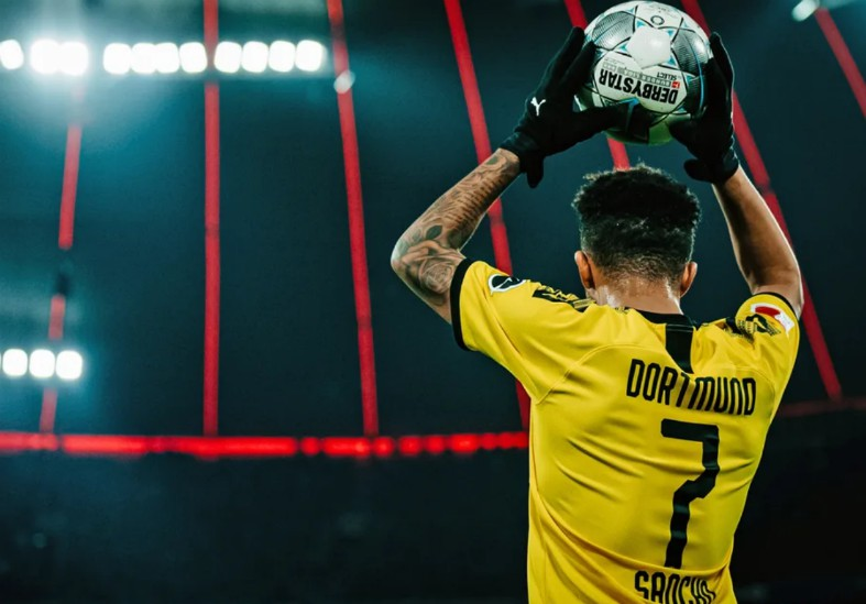(Photo) Man United transfer target Jadon Sancho will raise eyebrows by liking Liverpool post - Bóng Đá