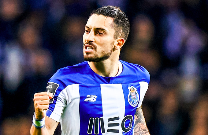 Porto left-back Alex Telles is hopeful a move to Manchester United will happen this week, reports Guardian's Jamie Jackson - Bóng Đá