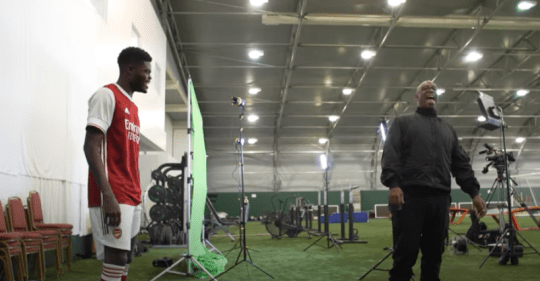 Thomas Partey meets Pierre-Emerick Aubameyang, Alexandre Lacazette and Ian Wright on first day at Arsenal - Bóng Đá