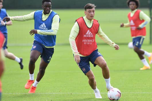 'No chance' Mesut Ozil will play for Arsenal again says Kevin Campbell: 'He's yesterday's news' - Bóng Đá