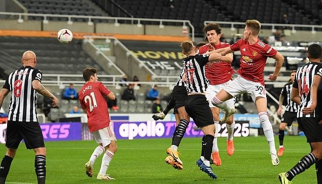 Maguire ghi bàn, Man Utd bùng nổ hủy diệt