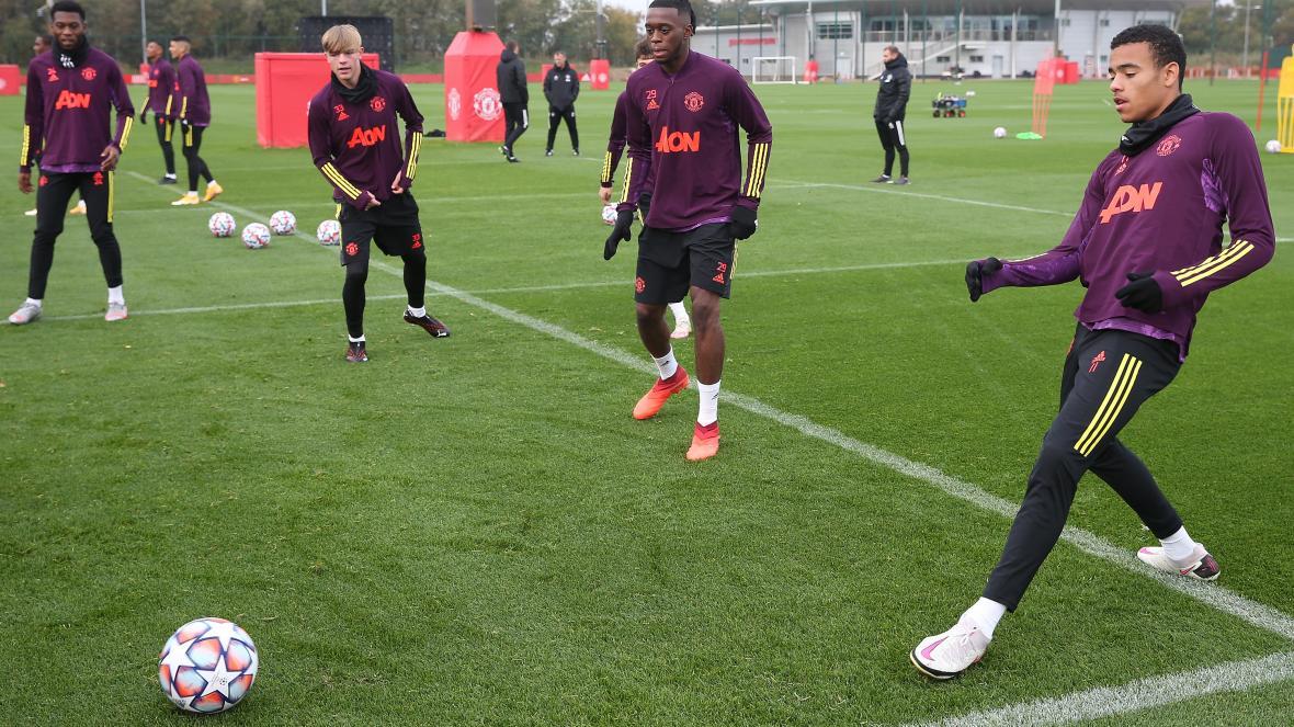 Man Utd 'tell Mason Greenwood his behaviour must improve' over 'repeated' discipline breaches - Bóng Đá