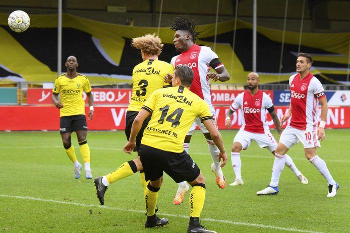 Quá tàn nhẫn! Ajax hủy diệt đối thủ kinh hoàng 13 bàn không gỡ - Bóng Đá