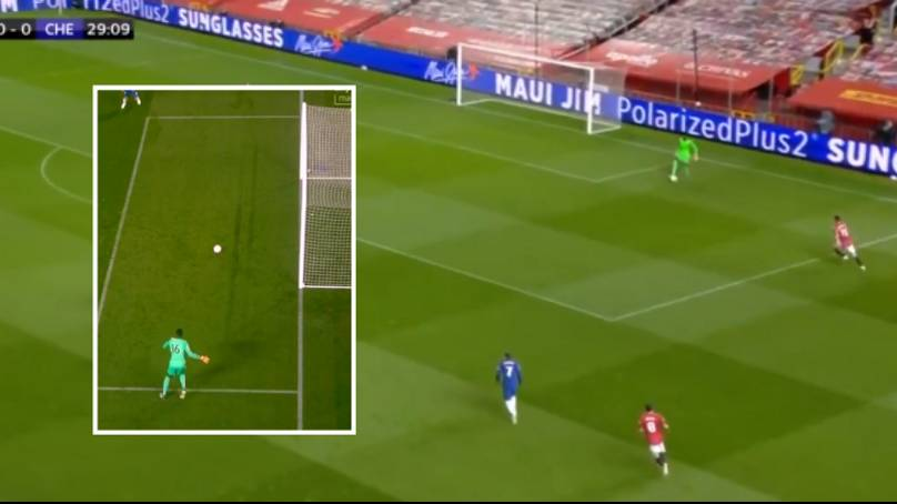 Chelsea new keeper Edouard Mendy 'summons inner Kepa' after almost scoring comic own goal with shocking pass at Man Utd - Bóng Đá