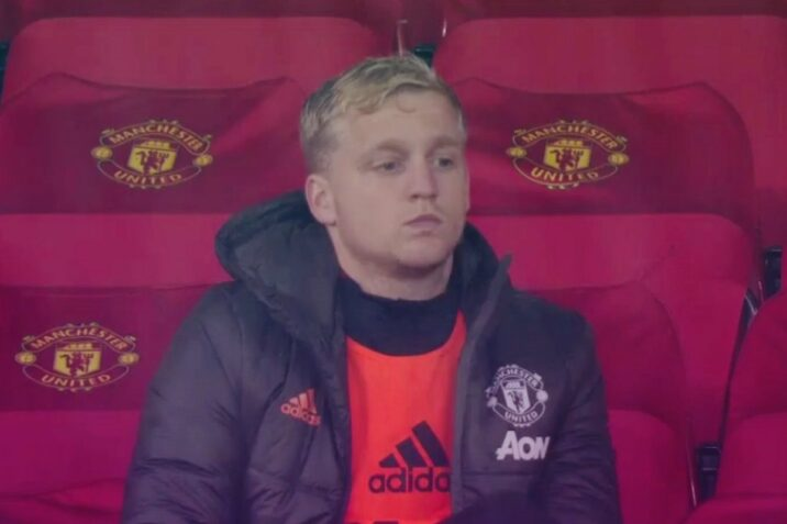 Manchester United fans can't believe what happened to Donny van de Beek against Chelsea - Bóng Đá