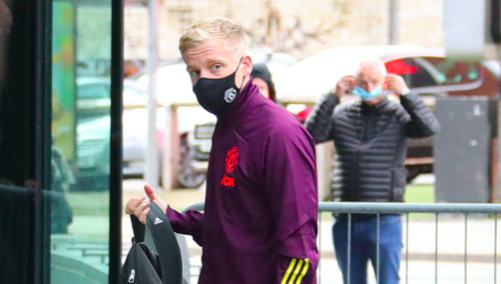 Van de Beek arrives at Lowry hotel - Bóng Đá