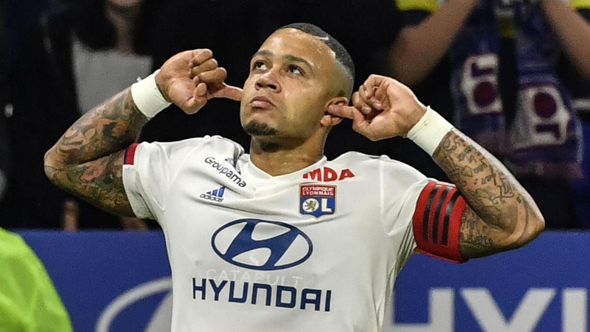 Barcelona on alert as 'Juventus and Roma join the race to sign Lyon striker Memphis Depay' - Bóng Đá