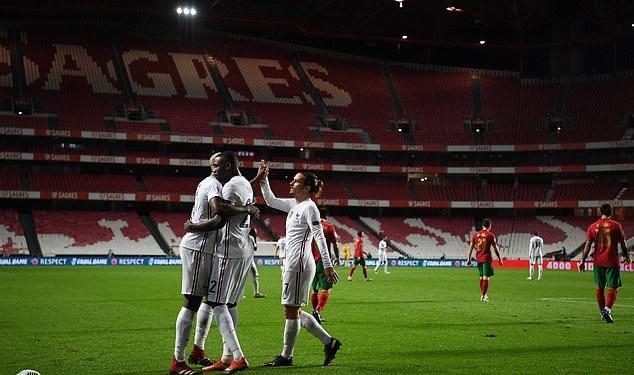 Trong khi đó, Pháp vươn lên dẫn đầu bảng với 13 điểm và sớm giành vé duy nhất ở bảng này tiến vào bán kết. Pháp đang hơn đội nhì bảng Bồ Đào Nha 3 điểm và cũng có thành tích đối đầu trực tiếp tốt hơn đối thủ, khi vòng bảng chỉ còn 1 lượt trận là kết thúc.