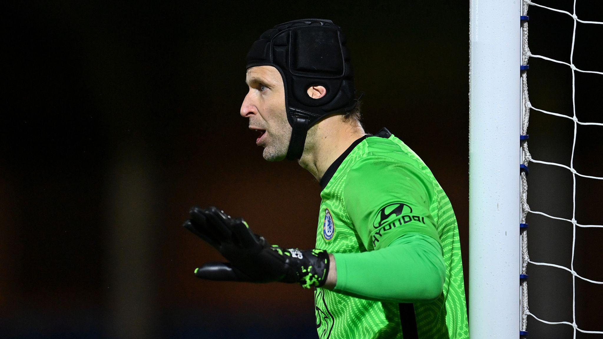 Cech có màn trở lại đáng quên,