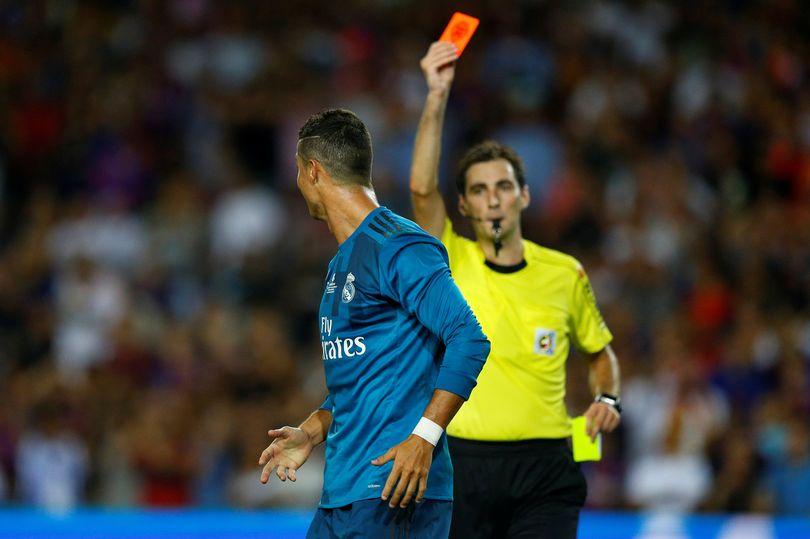 Đẩy trọng tài, Ronaldo đối diện án treo giò cực nặng - Bóng Đá