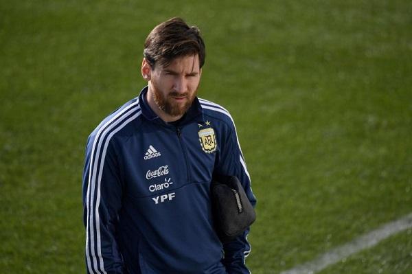 Messi cam kết ở lại sau World Cup, người dân Argentina mừng to - Bóng Đá